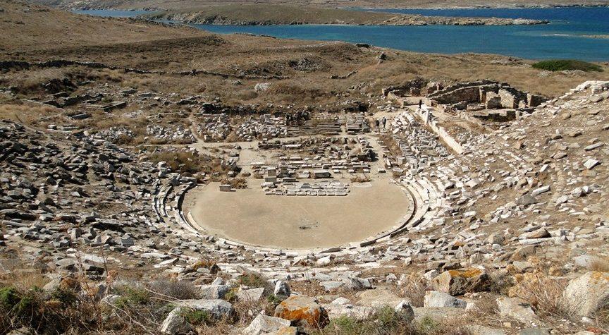 Ancient_Greek_theatre_in_Delos_01
